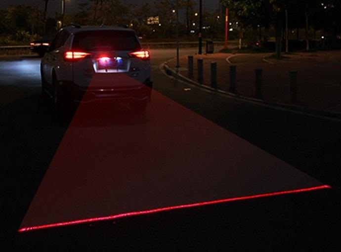 Лазерный ограничитель между машинами, для безопасной езды ночью или в туман
